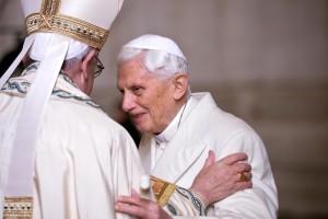 Benedicto XVI antes de la ceremonia de la apertura de la Puerta Santa (8/dic/2015)
