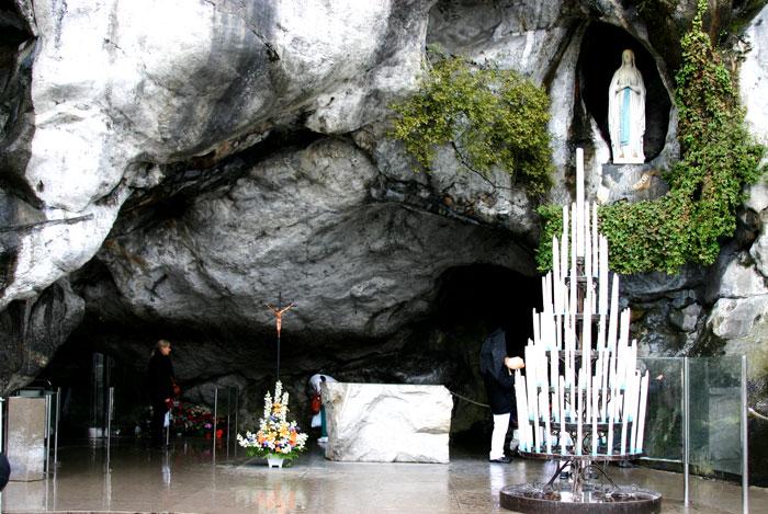 Gruta-de-Lourdes2
