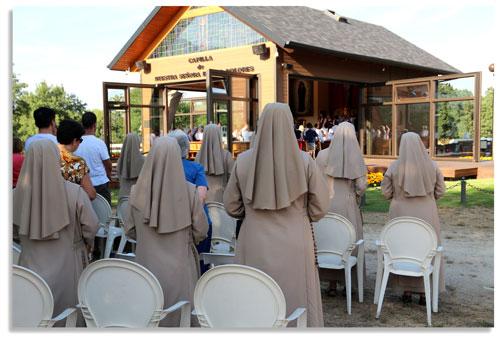 Durante la misa de aniversario de Luz Amparo