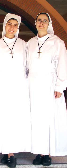 Hna. Alexandra (derecha) junto a la Hna. Lucia