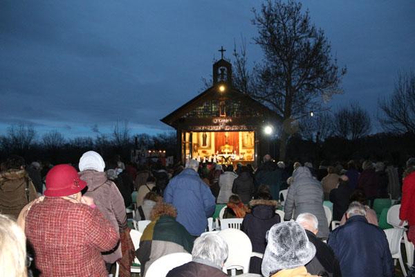 Peregrinos en adoración. Virgen de El Escorial